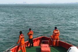 Dua WNI terapung 14 jam di laut setelah speed boat terbelah bertabrakan dengan kapal Singapura
