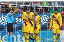 Barcelona cuma dapat satu poin dari Osasuna akibat penalti menit