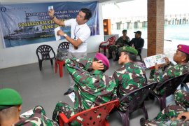 Tim Ekspedisi BI sosialisasi keaslian uang rupiah kepada TNI di Pulau Berhala