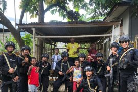 """Papua Terkini - Brimob Polda """"basembang bercerita"""" di Papua"""