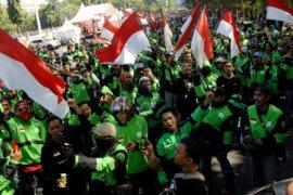 Aksi protes pengemudi Gojek di Makassar Page 1 Small