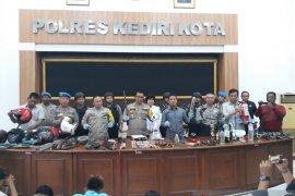 Pascabentrok suporter, polisi evaluasi pertandingan sepak bola di Kediri