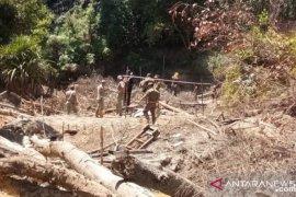 Tim gabungan di Bangka Barat sita mesin tambang di Bukit Menumbing
