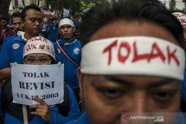 Aksi Tolak Revisi UU Ketenagakerjaan