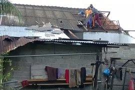 Tiga rumah di Langkat rusak dilanda angin puting beliung