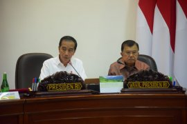 "Antisipasi resesi ekonomi, Jokowi: Indonesia perlu ""payung"""