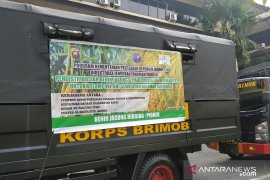 Polda Kalbar bantu angkut ratusan ton benih jagung dan padi