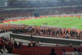 Pendukung tim bola Malaysia selamatkan diri usai Indonesia kalah