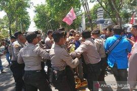 Mahasiswa Sampang demo tolak kenaikan iuran BPJS Kesehatan