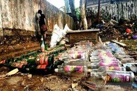 Satpol PP Balangan cek lokasi ditemukan ratusan botol Miras