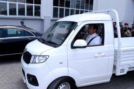 Jokowi jajal mobil bak terbuka Esemka