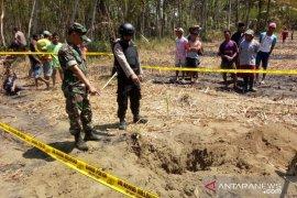 Bom latih TNI AU seberat 125 kg  jatuh di perkebunan warga di Lumajang