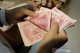 Yuan terkoreksi 106 basis poin setelah menguat dua hari