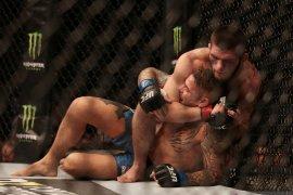 Khabib Nurmagomedov tundukkan Poirier untuk pertahankan gelar kelas ringan UFC