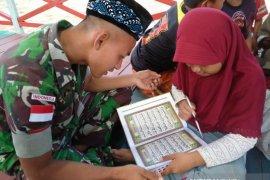 Prajurit Pamtas RI-Malaysia menjadi Guru Ngaji