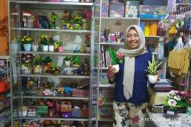 Dewi, sukses bisnis rumahan kerajinan tangan beromset jutaan rupiah