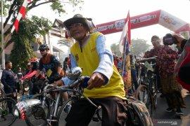 Ribuan peserta sepeda Gowes Nusantara kelilingi kota Banjarmasin.