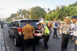 Mobil dinas kementerian ikut terjaring razia ganjil genap