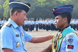Pratu Ongen juara tinju WBC mendapat penghargaan dari kesatuannya