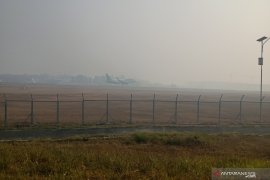 Akibat asap, sejumlah penerbangan tertunda di Bandara Syamsudin Noor
