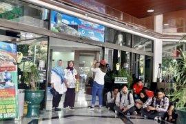 SBY, Nila Moeloek, Anies Baswedan visit Habibie