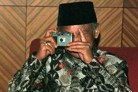 Habibie wafat,  pewarta foto pingsan saat meliput pemindahan jenazah