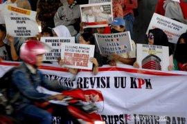 Aksi dukung revisi UU KPK Page 3 Small