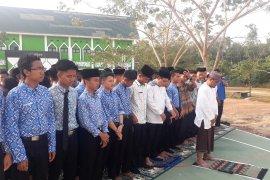 Prestasi BJ Habibie - Menjadi pendiri MAN IC sekolah padukan agama-teknologi