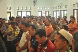 Sholat ghaib kirim doa ke BJ Habibie dilakukan aparat Polres Kediri
