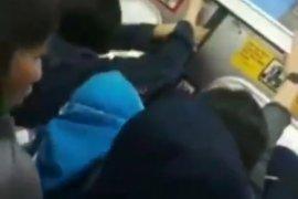 Penumpang KRL pinsan, jarinya terjepit pintu dari Stasiun Klender hingga Cakung
