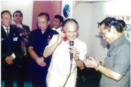 BJ Habibie di balik kelahiran Telkomsel