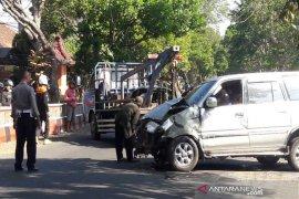 Satu tewas,  akibat Kijang tabrak sepeda motor dan angkutan di Temanggung
