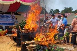BKP Pangkalpinang musnahkan daging sapi beku ilegal