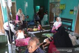 Keracunan, jumlah korban di Kampung Pangkalan Sukabumi terus bertambah