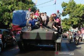 Parade alutsista TNI meriahkan Hari Jadi ke-201 Situbondo