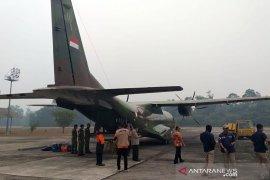 Operasi hujan buatan di Riau didukung dua unit pesawat CASA TNI-AU