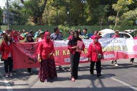 Istri Bambang DH daftar bacawali Surabaya di PDIP
