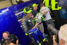 Di GP San Marino, Rossi pakai helm dengan livery spesial