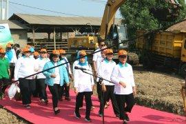 Ibu Negara Iriana Jokowi ajak warga pungut sampah