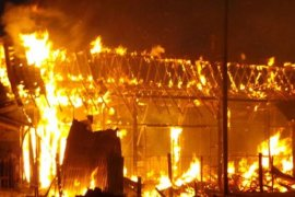 21 mobil damkar  dikerahkan padam kebakaran rumah di Senen