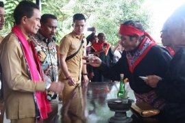 Rutong - Rumahkay lestarikan tradisi swadaya bangun baileo