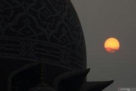 Malaysia larang warga asing sholat berjamaah di masjid