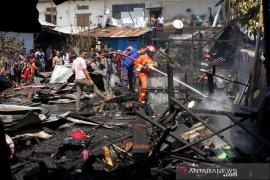 Kebakaran pasar Pabambaeng Page 1 Small