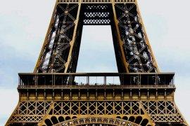 Logo Wonderful Indonesia hiasi taxi di Paris sepanjang September