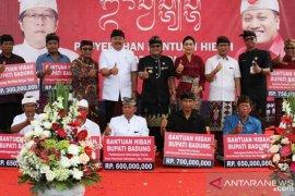 Pemkab Badung serahkan dana hibah untuk Kabupaten Gianyar