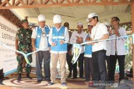 Sekda HSS resmikan pengoperasian listrik Desa Haratai Loksado