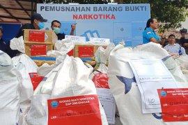 Ratusan kilogram sabu dan ganja sitaan Juli-Agustus dimusnahkan BNN