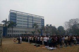Mahasiswa UIN Raden Fatah Palembang gelar shalat di lapangan bola minta hujan