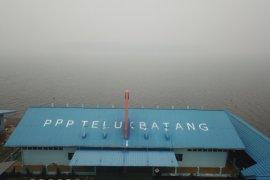 Kabut asap tebal, ganggu aktivitas nelayan di Kayong Utara