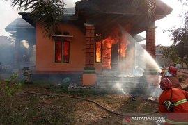 Ditinggal ke pasar, rumah warga Kota Bengkulu ludes dilahap api